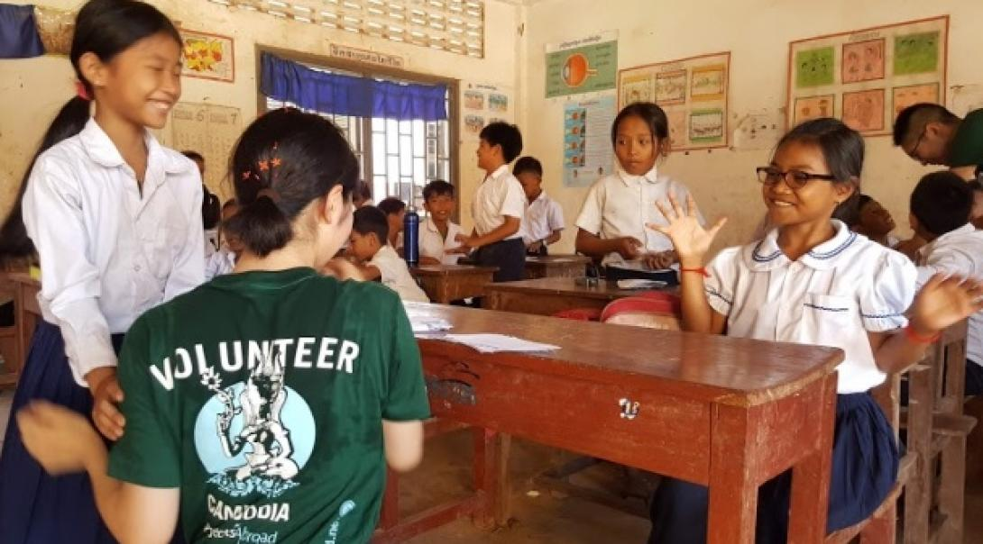 カンボジアでチャイルドケア&地域奉仕活動 H.U.